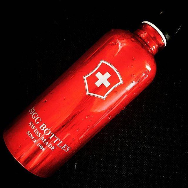 SIGG Traveller 旅行家經典鋁瓶 0.6L 午夜藍 水壺 3