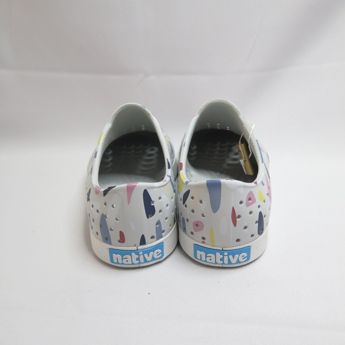 Native JEFFERSON PRINT 洞洞鞋 女款 111001018964 水磨石系列 灰底【iSport】