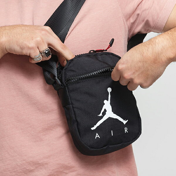 Shoestw【9A0197-023】NIKE JORDAN Jumpman Air Festival Bag 側背包 多功能小側包 AIR JORDAN 大飛人 黑白 1