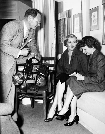 Marilyn Monroe (1926-1962) Namerican Cinema Actress Monroe In Her Dressing Room At Fox Studios With Journalist Aline Mosby And Photographer George Long 1952 Rolled Canvas Art - (24 x 36) a6aadab238e80145db89bb444a086be4