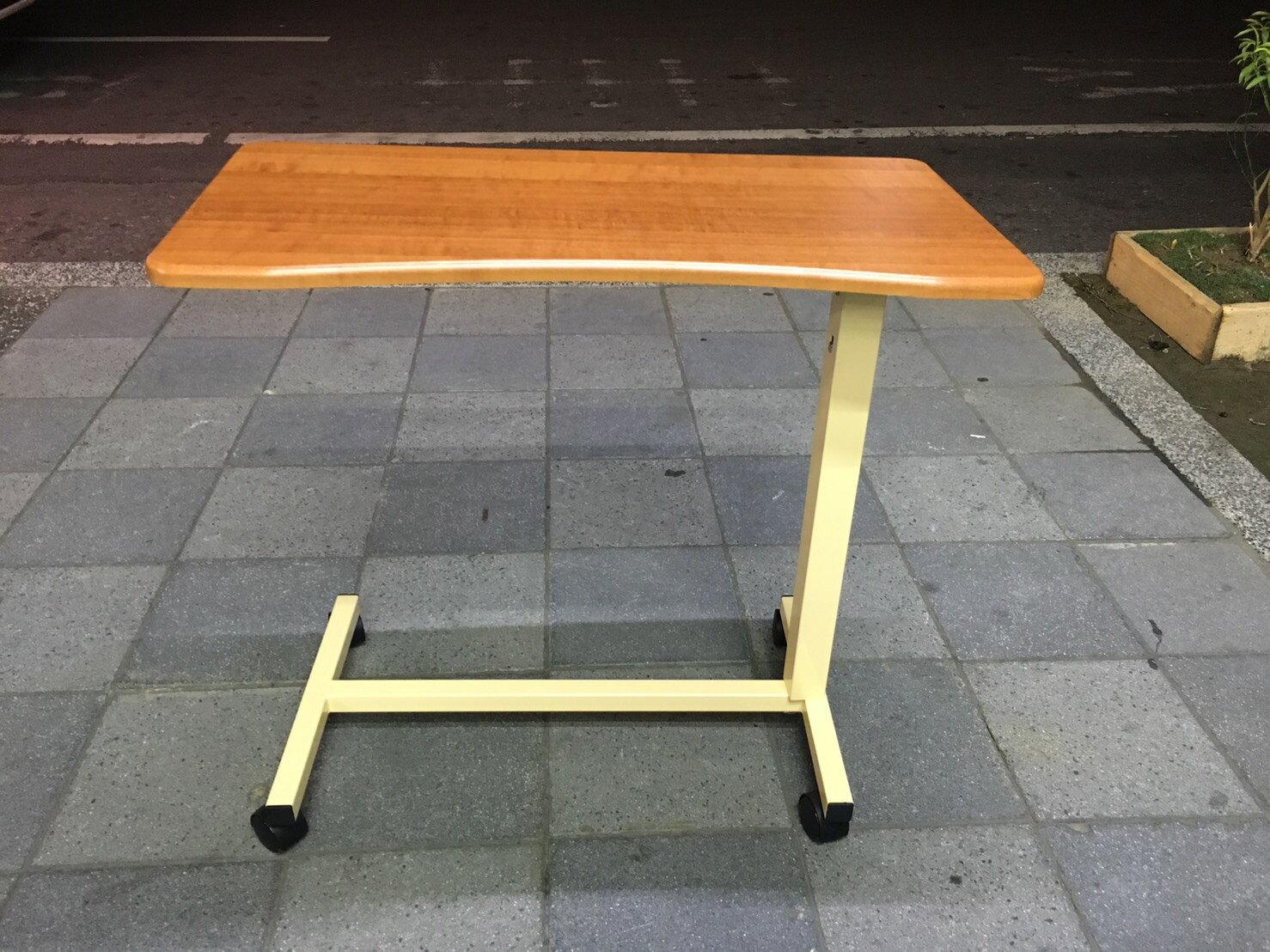 (未組裝)弧形桌面移動式床上餐桌板 新型的升降設計 床旁桌 病床餐桌 輪.椅美式餐桌 附輪 高低輕易調整