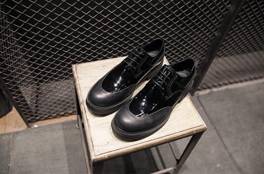 FINDSENSE服飾:FINDSENSEMD日系時尚潮男高品質頭層牛皮漆皮拼接商務皮鞋休閒鞋皮鞋牛津鞋