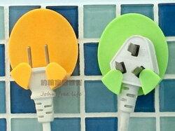 約翰家庭百貨》【SA281】電源插頭掛勾 黏貼式電器插頭支架 2個裝 隨機出貨