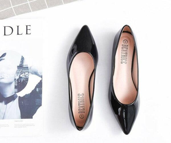 Pyf♥百搭歐美素面款漆皮尖頭平底鞋金屬小跟上班鞋43大尺碼女鞋