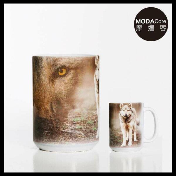 【摩達客】(預購)美國TheMountain灰狼凝視圖案設計藝術馬克杯440ml