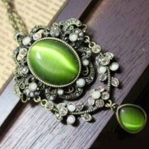 美麗大街~GX0241~ 外貿飾品!宮廷復古 精緻雕花鑲鑽白綠雙色貓眼石項鍊