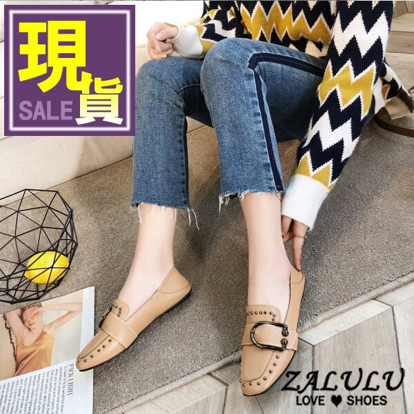 ZALULU愛鞋館 7CE026  鉚釘皮帶扣平底包鞋~偏小~黑  卡其~36~40
