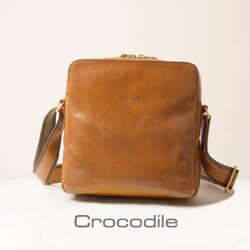 Crocodile Naturale Collection 2.0 義大利植物鞣原皮 (咖色) 直式斜背包   0104-07701-02