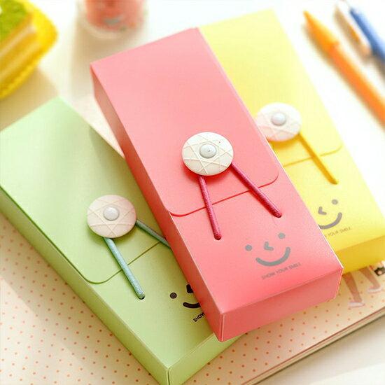 ●MY COLOR● 微笑鬆緊扣鉛筆盒 文具 學生 辦公用品 文具盒 可愛 簡潔 鬆緊帶 塑料【P242】