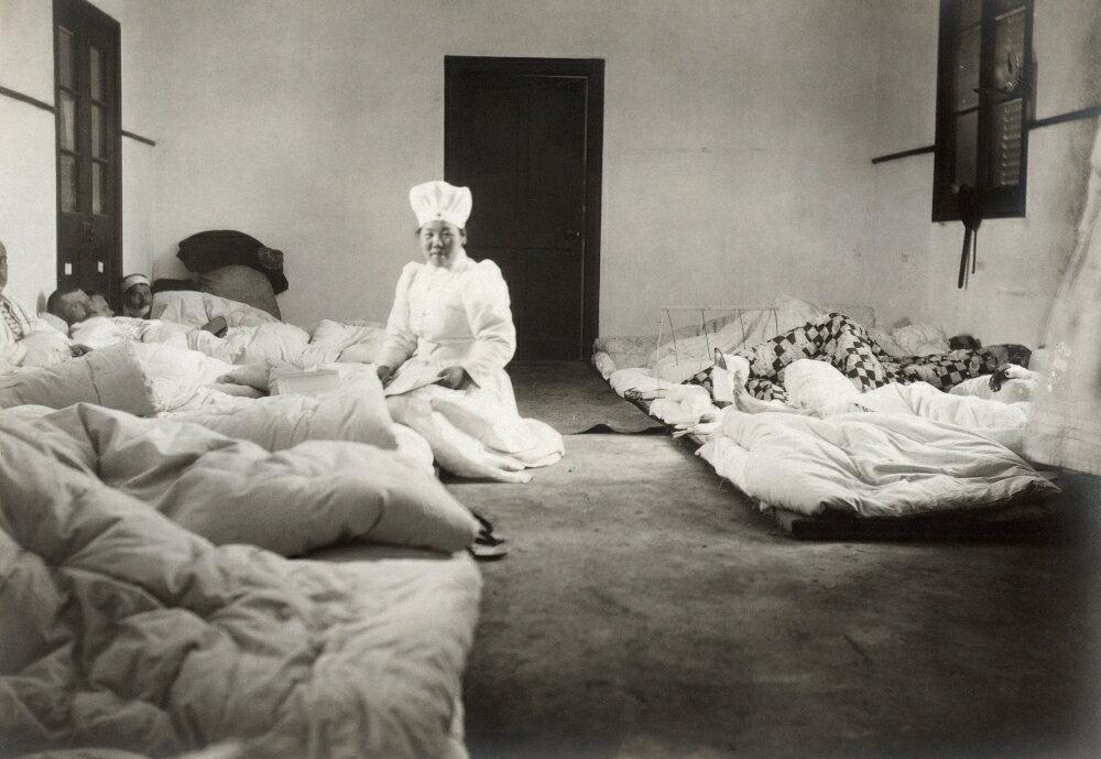 An illustration of Japanese Red Cross nurses tending to