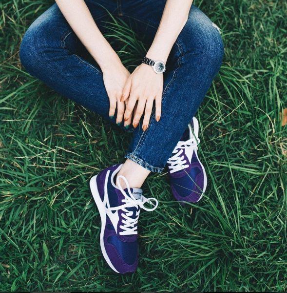 【單筆滿3000元>憑優惠券代碼B7NH-EAUI-TLBS-JXSZ。現打9折│全店10倍點數】MIZUNO美津濃 復古系列 女休閒款慢跑鞋 紫白 休閒鞋│運動鞋│健走鞋 D1GA160067 2