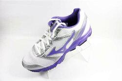 [陽光樂活] MIZUNO 美津濃  MAXIMIZER 18  基本款 女慢跑鞋  K1GA161360 白紫