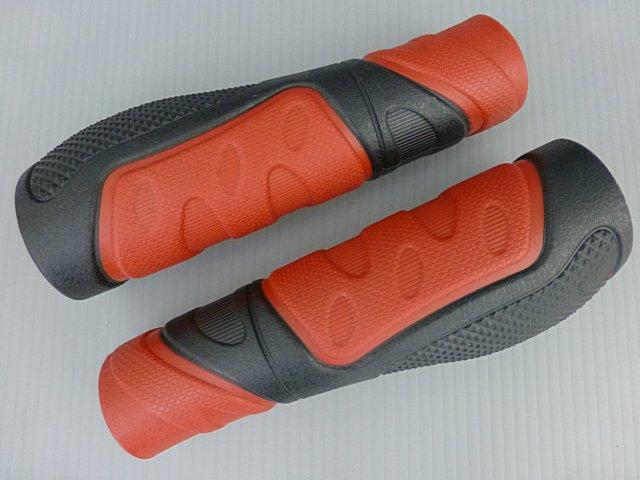 《意生》黑紅下標區_兩長CKC雙色人間肉球手握 凹凸點設計防滑舒適好握不黏手 減壓輕鬆好配色 四色可選把手握把