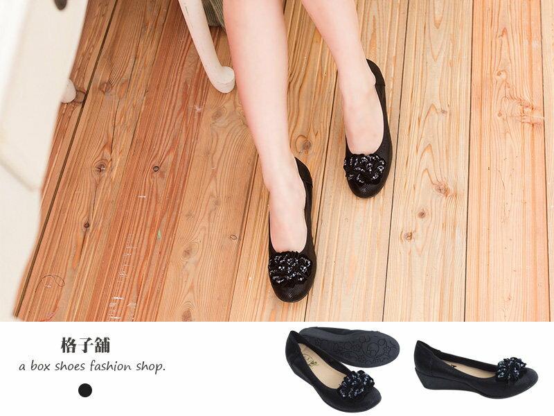 【KIN8216】寶石綴飾花朵仿蛇皮紋圓頭楔型鞋 厚底鞋 坡跟娃娃鞋 2色