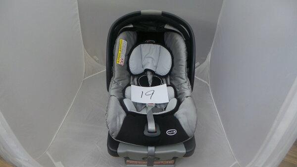 【淘氣寶寶*二手出售】編號19義大利ChiccoKey-Fit30提籃式汽座汽車安全座椅,可ISOFIX和安全帶兩用固定