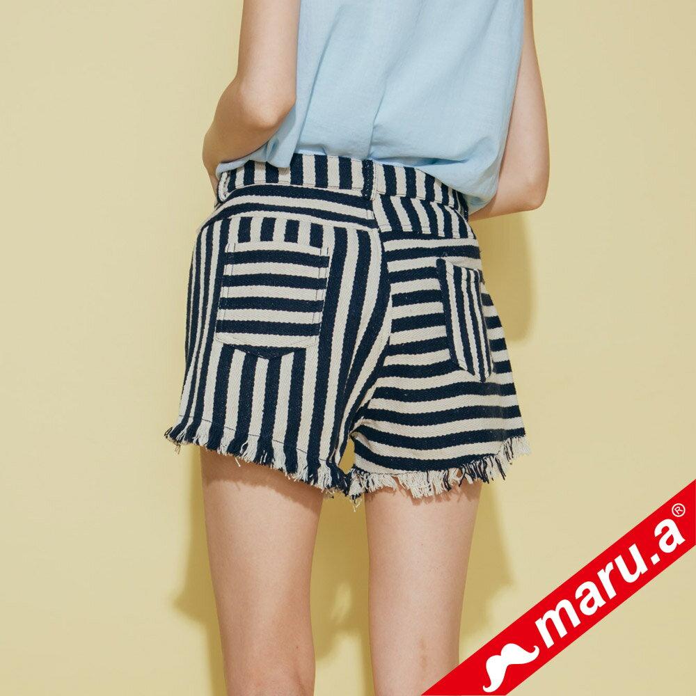 【maru.a】條紋拼接褲管抽鬚短褲 (兩色)8325111 1