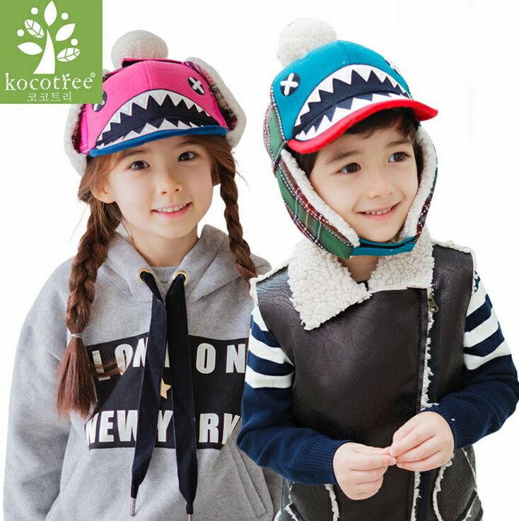 WallFree窩自在★秋冬時尚純色拼格紋X眼鯊魚小怪獸造型立體絨球兒童保暖飛行護耳帽