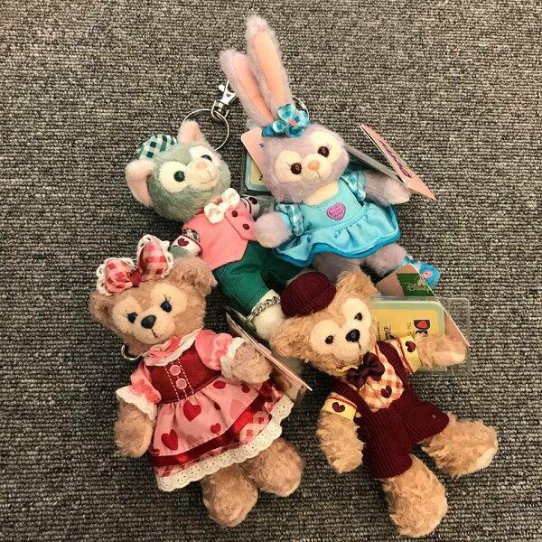 BEETLE現貨DISNEY迪士尼樂園限定達菲熊雪莉玫畫家貓史黛拉情人節格子愛心裝絨毛娃娃站姿