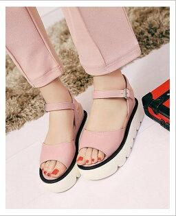 Pyf♥寬版一字帶厚底增高涼鞋修飾腳型舒適軟Q鞋底43大尺碼女鞋