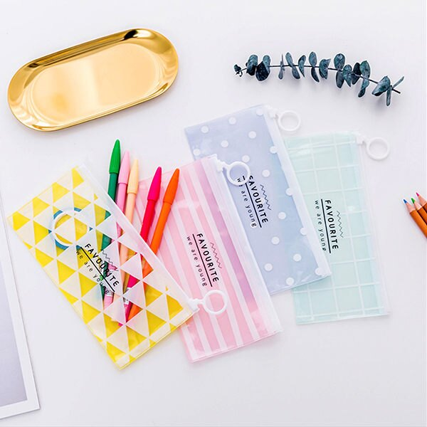 韓系青春彩色點點三角形PVC長條收納袋 筆袋【BlueCat】【JC2621】