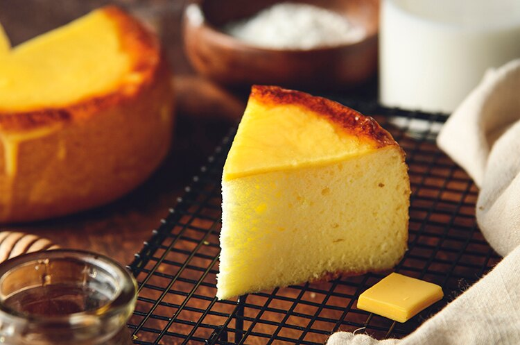 新品上市~~日式岩燒起士蜂蜜蛋糕/6吋(免運)/濃郁的蜂蜜香味,卻甜而不膩,有著日本長崎蛋糕的柔軟綿密,表面鋪上多層次乳酪口感 細膩多變的滋味,令人陶醉其中~