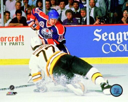 Mark Messier 1989-90 Stanley Cup Finals Action Photo Print (16 x 20) 82b35e0cc610a2199fa5302e8ba537fe