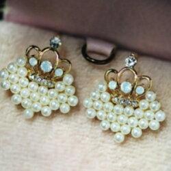 ♥巨安網購♥【GE0225】 精緻 珍珠愛心 碎鑽小皇冠耳釘