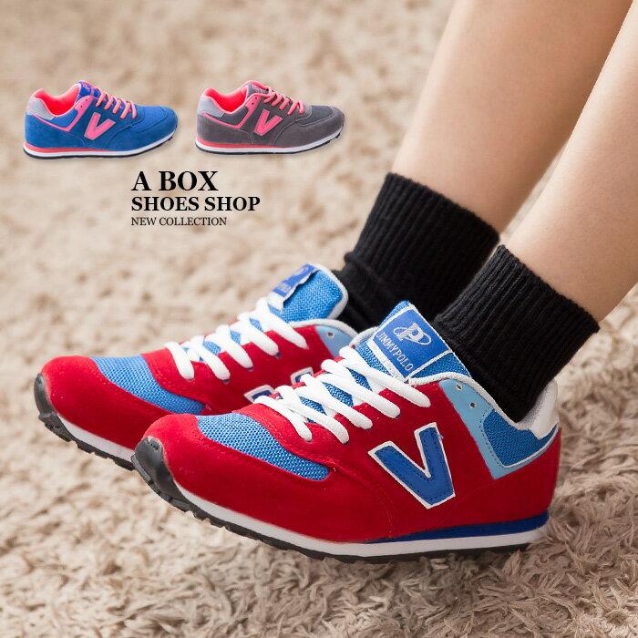 格子舖*【AJ68021】韓國街頭流行 經典熱銷舒適 撞色V字帆布繫帶休閒運動鞋 慢跑鞋 3色 0