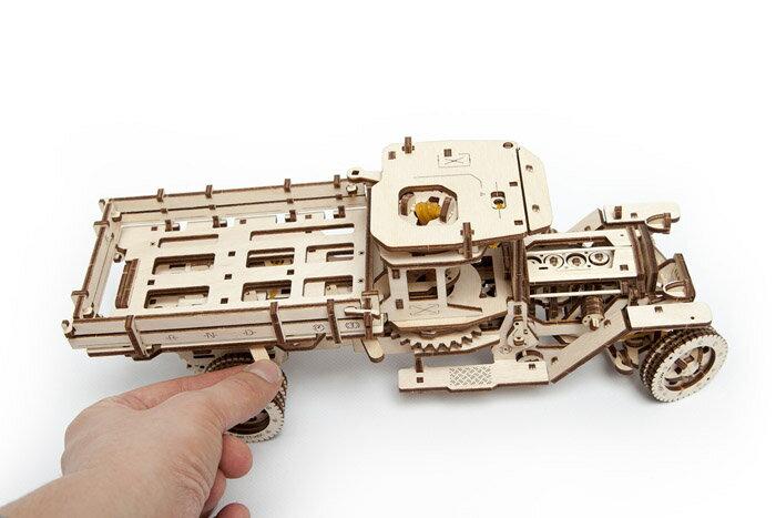 Ugears 自我推進模型 (Truck UGM-11 四輪驅動卡車) 4