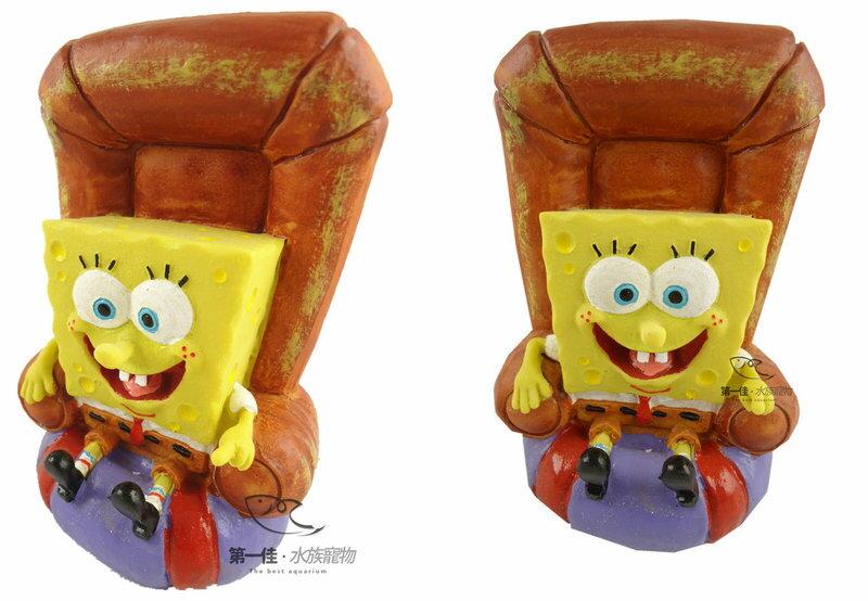 [第一佳 水族寵物] 美國PENNPLAX 卡通飾品系列(授權販售) [海綿寶寶-海綿寶寶坐椅子]免運