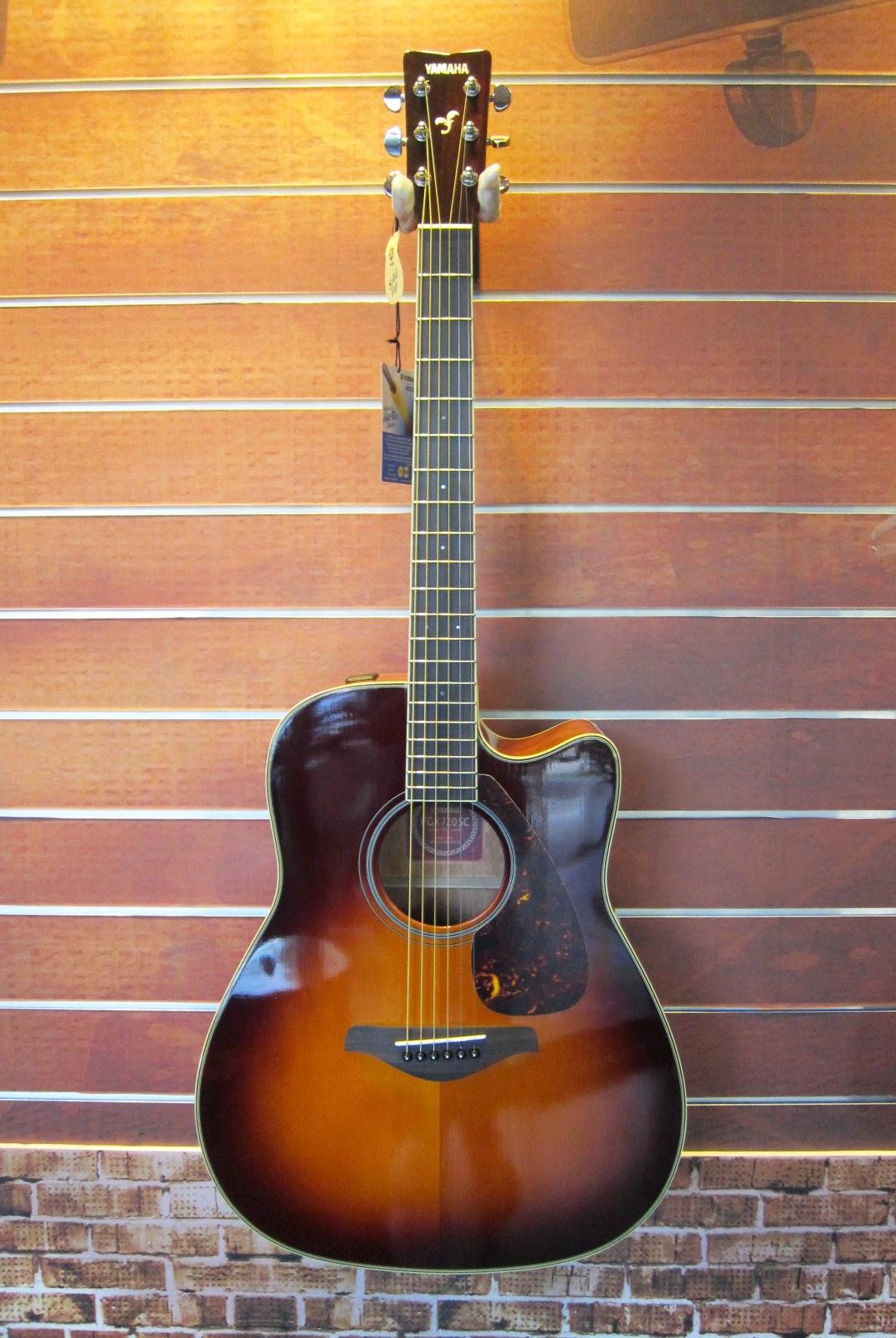 烏克時代~Yamaha 聲音優異的電木吉他 FGX720SCII