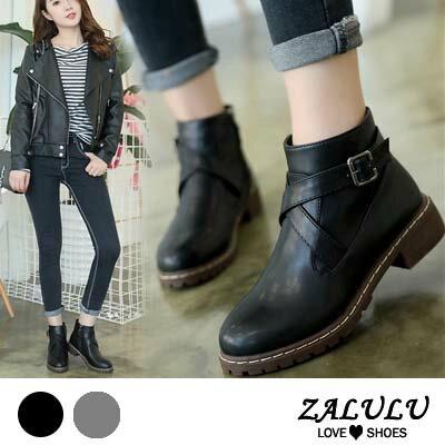 ZALULU愛鞋館 IE093 百搭簡約交叉皮扣設計款低跟短靴-黑/灰-偏小-36-40