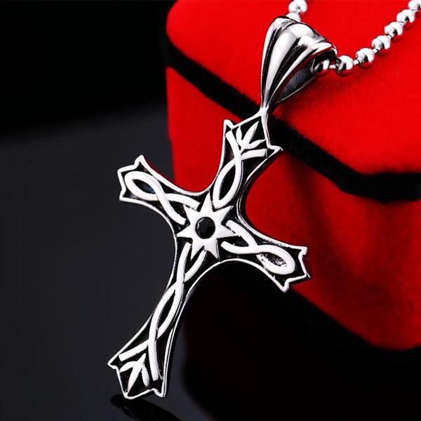 《QBOX》FASHION飾品【C10BR-P030】精緻個性繩結紋招運十字架鑄造鈦鋼墬子項鍊