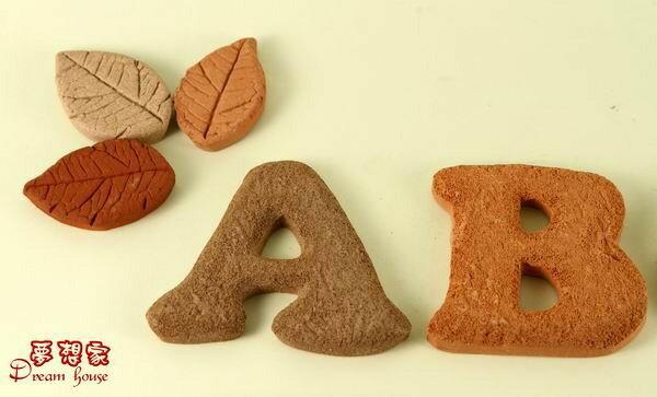 超可愛陶製英文字母 餅乾磚~A~Z ~~ 純 捏製~手作陶製品