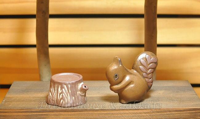 日本 Zakka 陶瓷松鼠樹頭造型 椒鹽罐 / 椒塩罐 / 調味罐《 松鼠+樹頭 / 一組 》★ 很可愛喔 ★ Zakka'fe - 限時優惠好康折扣