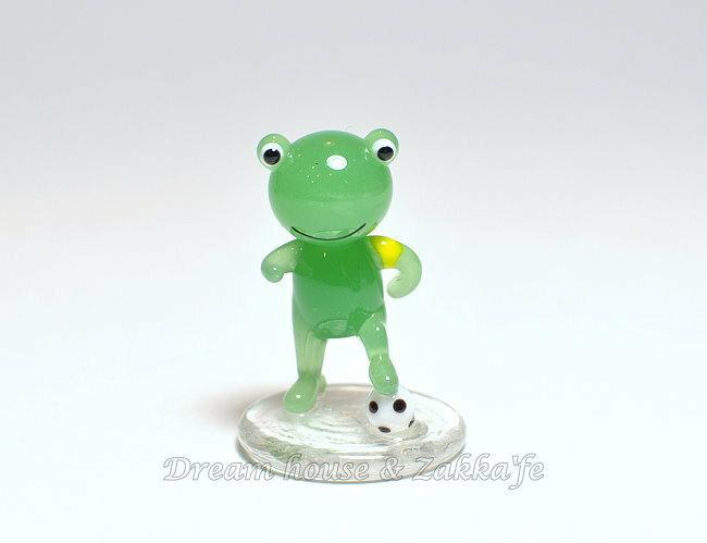 日本硝子 玻璃工藝 小青蛙踢足球 擺飾 《和風小物》★ 日本製 ★ Zakka'fe ★ - 限時優惠好康折扣