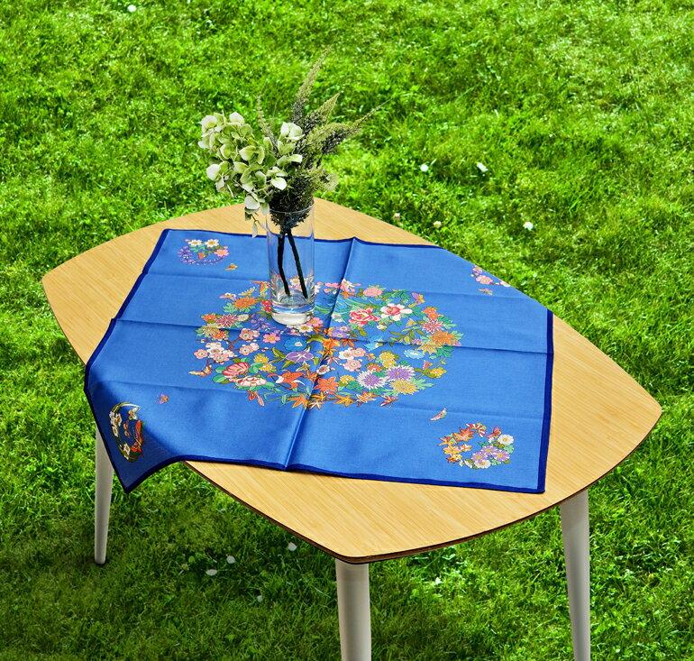 日本集采苑 - Flower 百花繚乱(藍)手帕/方巾/頭巾禮品袋《日本設計製造》《全館免運費》,從設計、織法、染印到織工,每個階段皆由一流頂尖職人親自完成