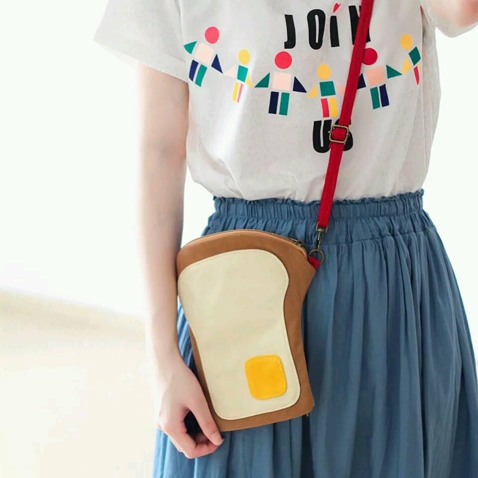 小熊日系* 韓國 吐司造型觸碰手機包(附可調整可拆背帶) 隨身手機包 保護套 萬用小方包 收納包