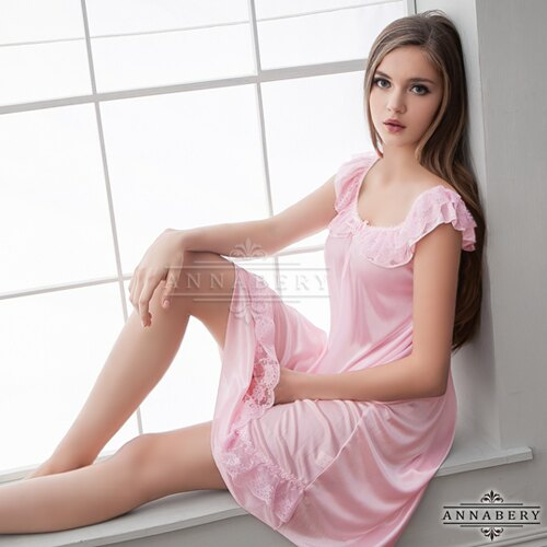 大尺碼Annabery粉嫩清甜微露香肩柔緞睡衣 性感睡衣 情趣睡衣 情趣用品