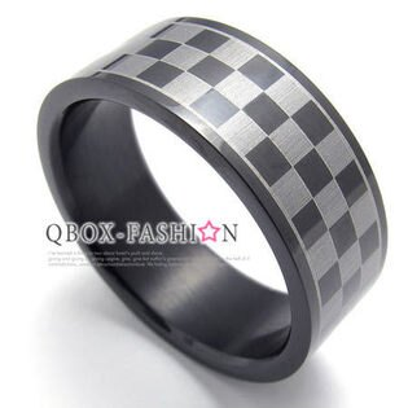 《QBOX》FASHION飾品【W10020149】精緻個性黑色龐克格紋316L鈦鋼戒指戒環