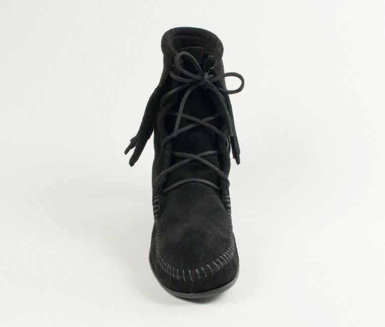 【Minnetonka 莫卡辛】黑色 - 經典綁帶流蘇短靴 3