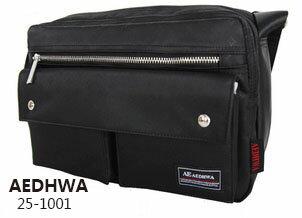 <br/><br/> 《AEDHWA》經典時尚滿版Logo單肩側背包 (二色)<br/><br/>