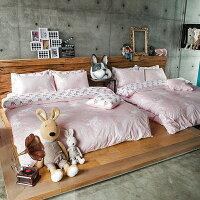 居家生活寢具推薦床包 / 雙人加大- 100%精梳棉【奇幻不思議-尋找夢奇地-粉】含兩件枕套 奇妙童話時光 戀家小舖 好窩生活節  台灣製。就在戀家小舖居家生活寢具推薦