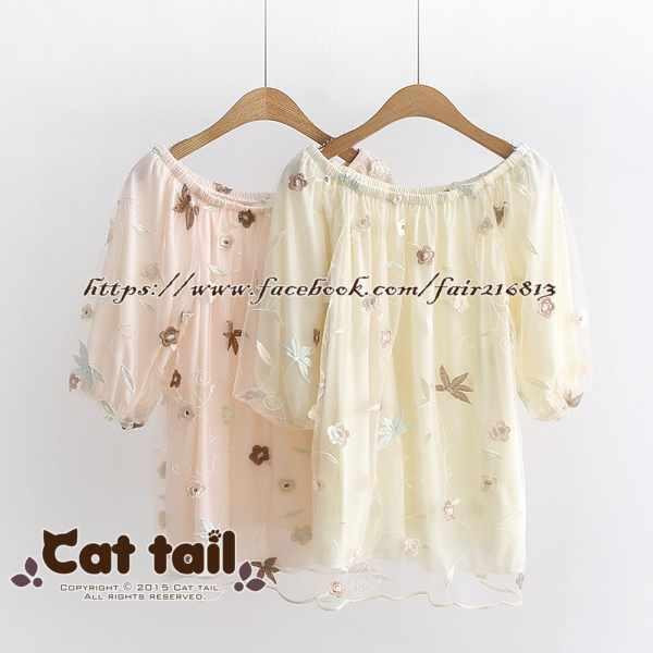 《貓尾巴》TS-0716楓葉刺繡一字領蕾絲短袖上衣(森林系日系棉麻文青清新)