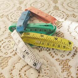 【aife life】A0402色彩繽紛~彩色布尺/皮尺,兩種尺寸(150cm/60吋)居家購物的好幫手!輕巧型,攜帶方便,可量身體各個部份~