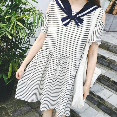 SISI~D6170~萌萌噠海軍風短袖挖肩條紋娃娃裝連身裙洋裝