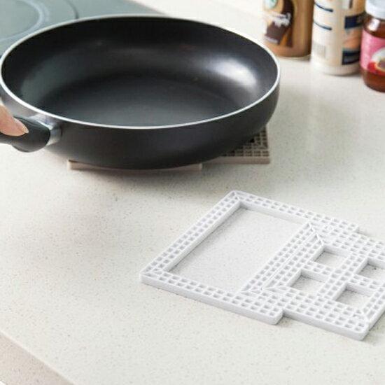 ♚MY COLOR♚創意方格可摺疊桌墊 隔熱 杯墊 桌墊 碗墊 鍋墊 廚房 桌面 煲湯 餐桌 居家【J53-1】