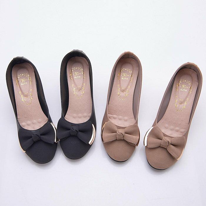 格子舖*【KD8006】MIT台灣製 OL上班族必備 輕熟時尚金屬蝴蝶結 舒適6CM粗中跟高跟鞋 圓頭包鞋 2色 2