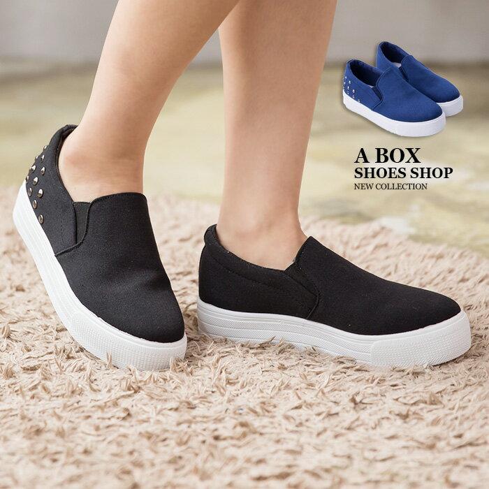 格子舖*【AS975】基本款極簡素面個性金屬搖滾鉚釘 3.5CM厚底增高帆布鞋 懶人鞋 便鞋 2色 0
