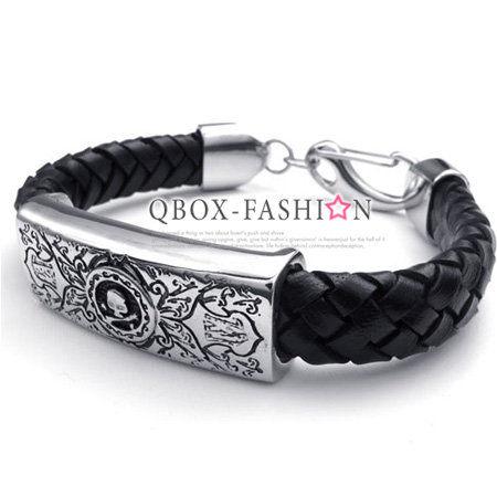 《 QBOX 》FASHION 飾品【W10022535】精緻個性華麗刻紋骷髏頭方盾皮革316L鈦鋼手鍊/手環